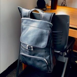UNO black leather backpack
